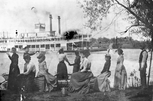 http://www.sharylscabin.com/Allamakee/album/WatchingSteamboat.jpg